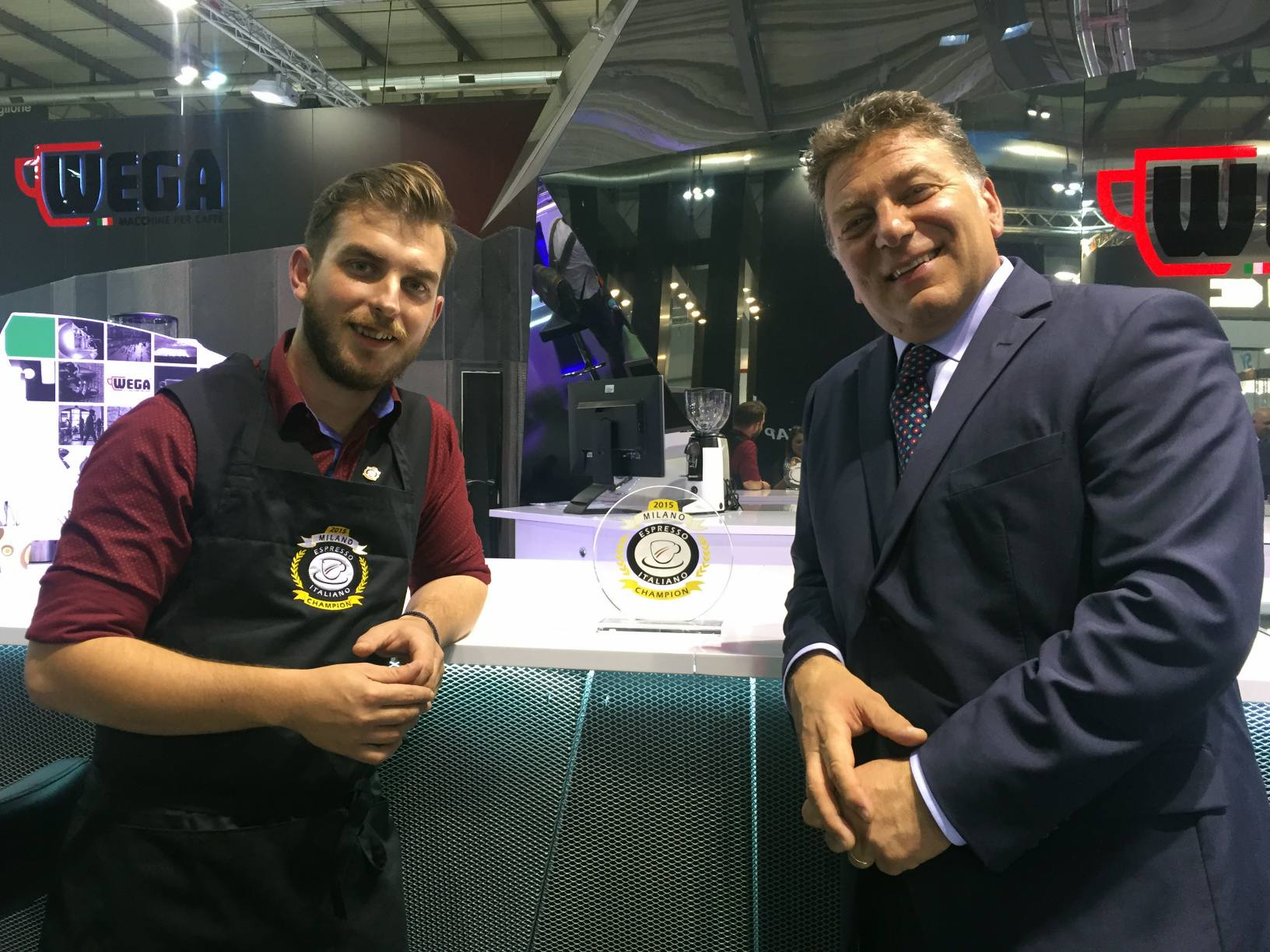 Gianni Magkanas, Espresso Italiano Champion 2015, e Paolo Nadalet, presidente Istituto Nazionale Espresso Italiano (Inei)